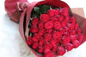 50本の赤バラの花束