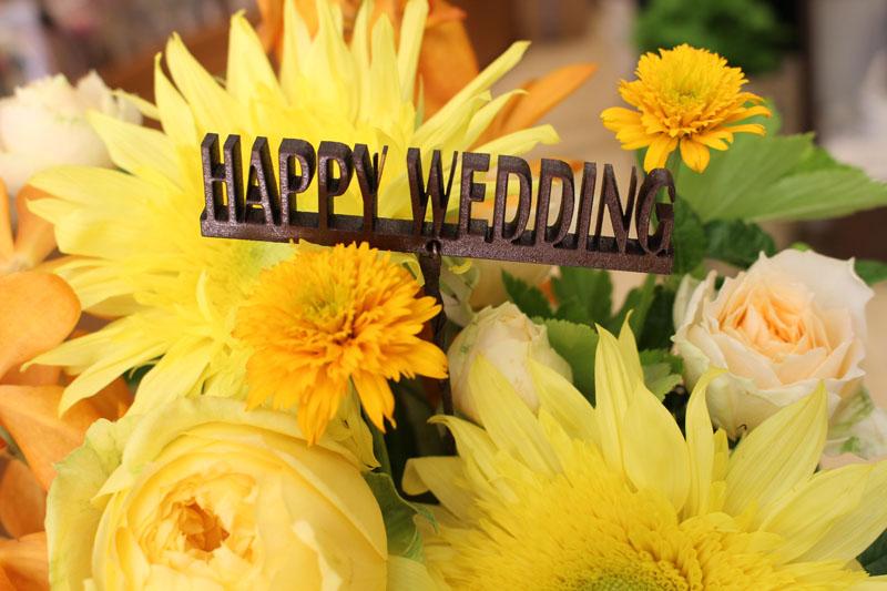 結婚のお祝いにオススメなメッセージピック「HAPPYWEDDING」