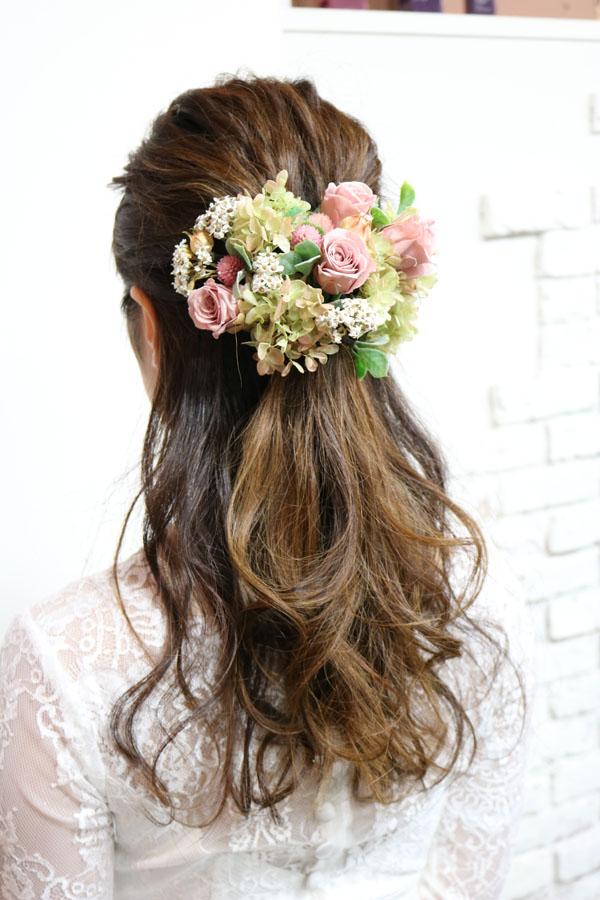ウェディングのハーフアップスタイル髪飾り