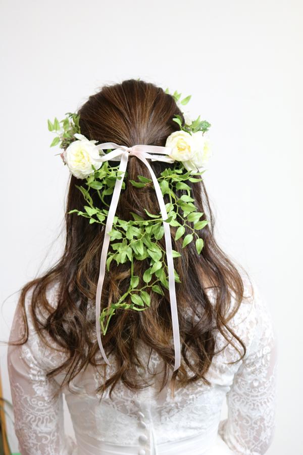定番人気のナチュラル花冠のバックスタイル