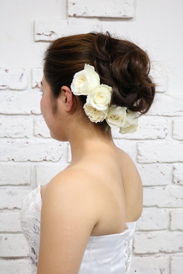バックスタイル重視の白バラのヘッドドレス