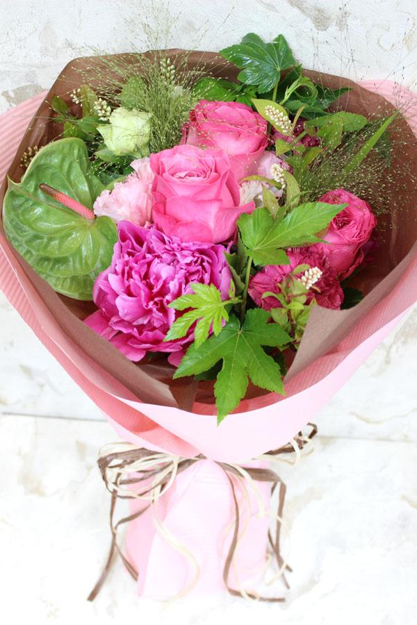 バラとシャクヤクのピンクのブーケ