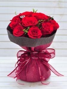 ダズンローズ(12本)のプリザーブドフラワーの赤バラ花束